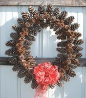 Large_pine_cone_wreath